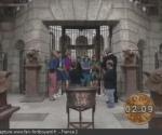 La porte de la Salle du Trésor et le chaudron devant