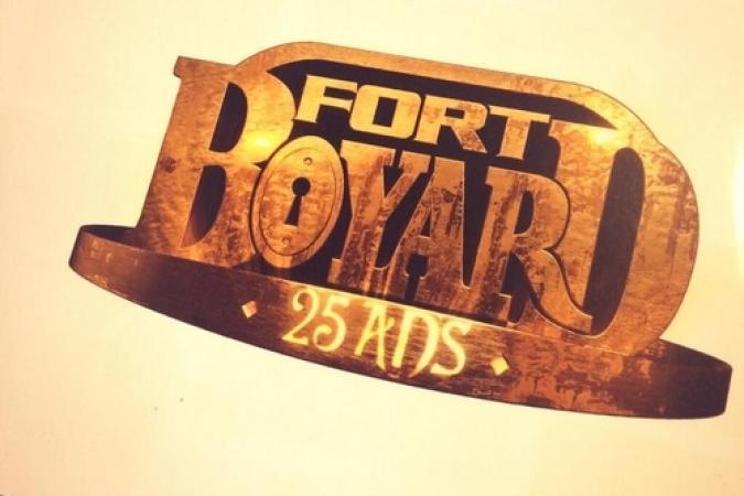 Fort Boyard 2014 : Couverture dossier interne avec logo des 25 ans (24/03/2014 - F. Firmin-Guion)