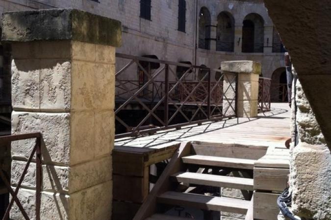 Fort Boyard 2014 : La cour intérieure sous le soleil (02/06/2014 - L. Petitguillaume)