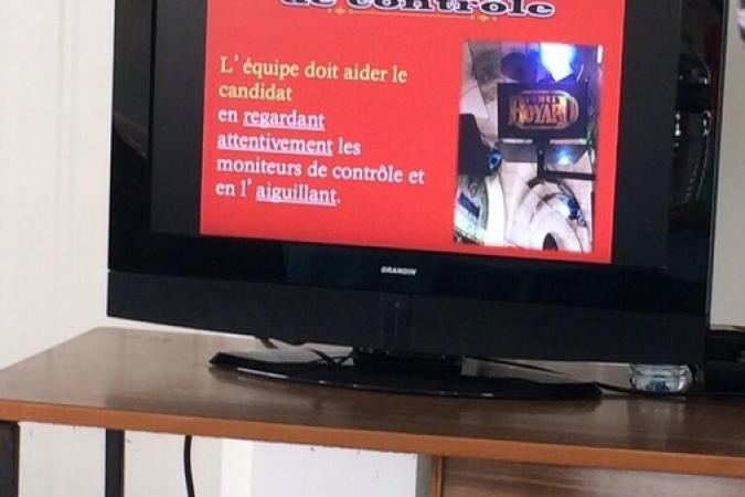 Fort Boyard 2014 : Briefing des candidats avec un film (29/05/2014 - B. Guillon)