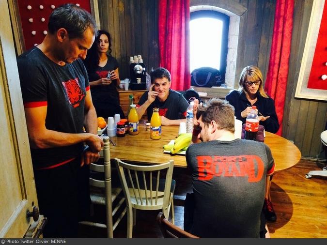 Fort Boyard 2014 : L'équipe 6 des animateurs se préparent (29/05/2014 - O. Minne)