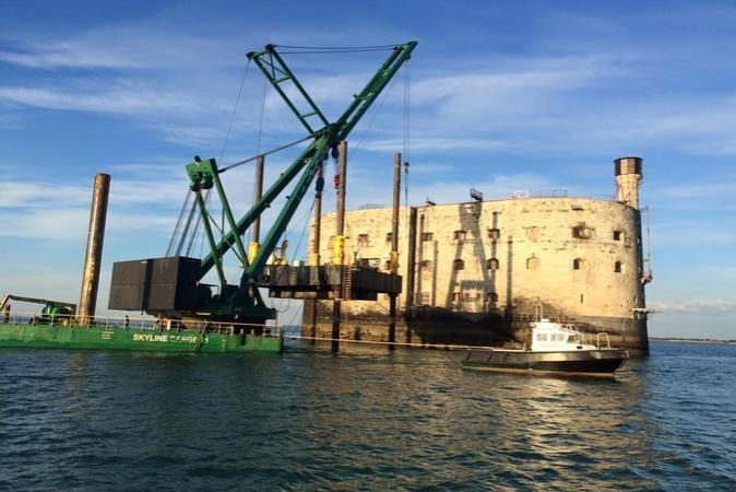 Fort Boyard 2015 - Changement de la plate-forme : Enlèvement de l'ancienne (17/03/2015)