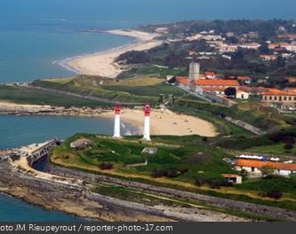 Le sud de l'île, le Fort de la Rade, les deux phares