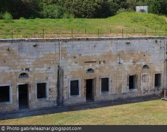 Un mur de la cour intérieure du Fort Liédot