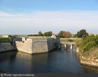 Les douves du Fort de la Rade