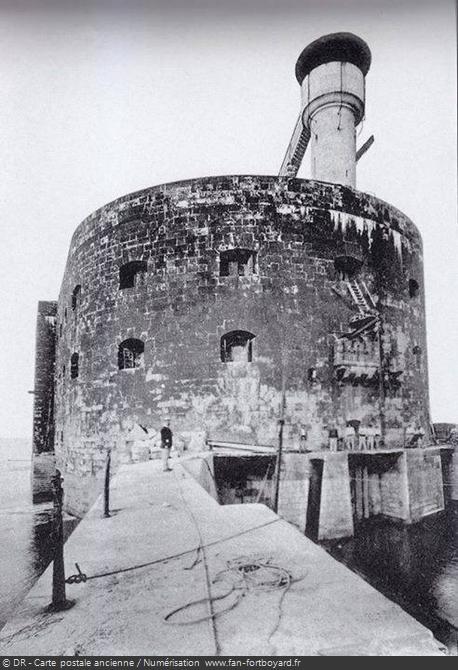 Vue du Fort Boyard depuis l'une des jetées du havre d'abordage