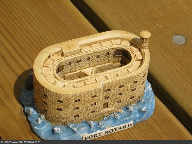 Objet - Fort Boyard miniature en résine (2005)