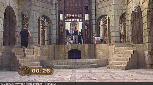 Les équipes déversent les Boyards dans un bac en plexiglas de chaque côté de la porte