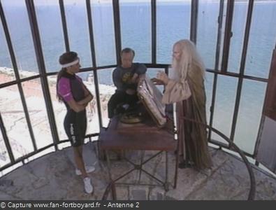 Fort Boyard 1991 : L'intellectuel devant le Père Fouras, en vigie