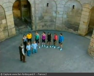 Fort Boyard 1993 - Les tenues colorées de 1993 sont visibles de loin !