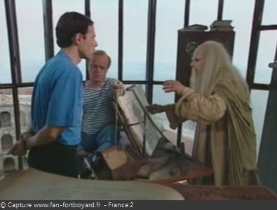 Fort Boyard 1993 : L'intellectuel devant le Père Fouras, en vigie