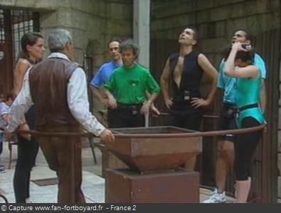 Fort Boyard 1993 : Lieu de la pesée, avec la balance au milieu