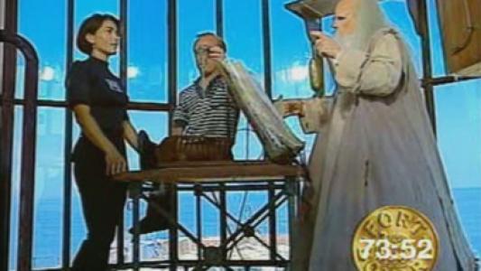 Fort Boyard 1994 : L'intellectuel devant le Père Fouras, en vigie