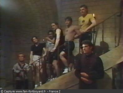Fort Boyard 1994 : L'équipe devant la table de libération
