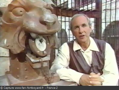 Fort Boyard 1994 : Patrice explique les indices aux téléspectateurs