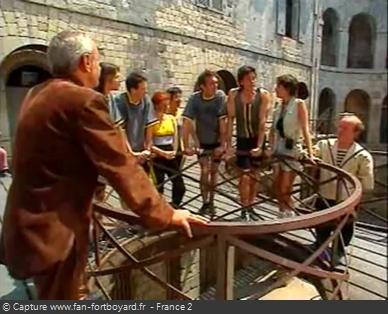 Fort Boyard 1995 : L'équipe arrive au rond central