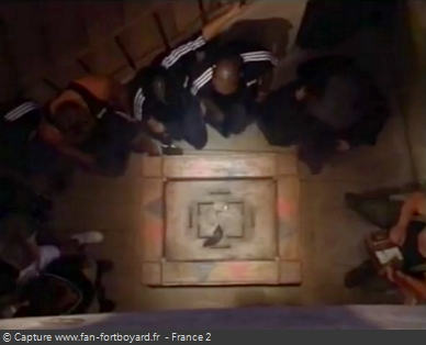 Fort Boyard 1996 : Le rat de Ratman sur la table