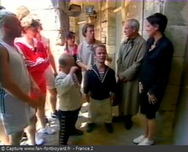 Fort Boyard 1998 : L'émission commence directement devant la porte d'une cellule