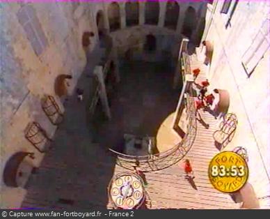 Fort Boyard 1999 : L'équipe va directement devant la première cellule