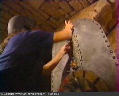 Fort Boyard 1999 : Récupération des têtes de tigres par le candidat