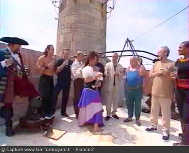 Fort Boyard 1999 : Les personnages célèbrent la 10e saison et le départ de Patrice Laffont
