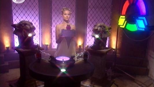 Fort Boyard 2000 : Dans la salle du Cercle des Lumières, Lumineuse mélange deux couleurs primaires pour faire la Couleur du jour