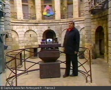 Fort Boyard 2000 : Jean-Pierre CASTALDI ferme l'émission seul depuis le proscénium