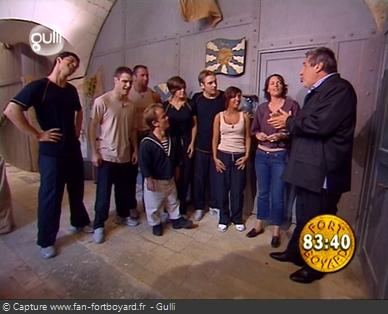 Fort Boyard 2002 : L'émission commence directement devant la porte d'une cellule