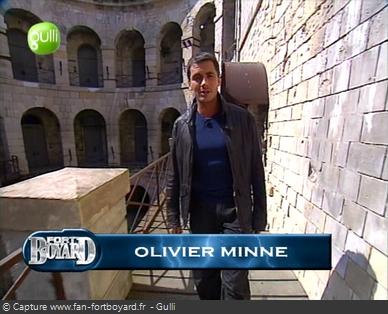 Fort Boyard 2003 : Olivier Minne remplace Jean-Pierre Castaldi et il ouvre l'émission depuis un lieu