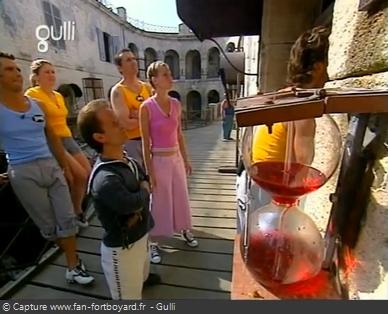 Fort Boyard 2003 : 4 épreuves possèdent une clepsydre rouge : Balles de coton, Noria, Mur glissant et Conserves