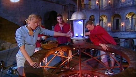 Fort Boyard 2003 : Le Cristal est dans la Lanterne au milieu du rond central