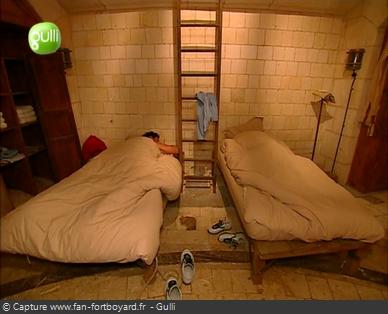 Fort Boyard 2003 : Dans la seconde pièce du Quartier de vie, c'est le dortoir