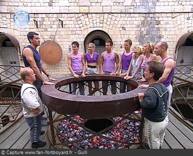 Fort Boyard 2003 : Au petit matin, le jeu reprend depuis un lieu du fort avec les aventures