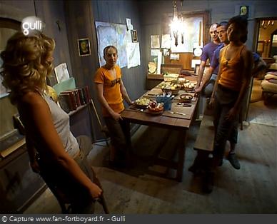 Fort Boyard 2005 : Visite du Quartier de vie (salle à manger) avec Sarah Lelouch