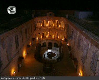 Fort Boyard 2005 : La nuit tombe sur le fort, la quête du Cristal peut commencer