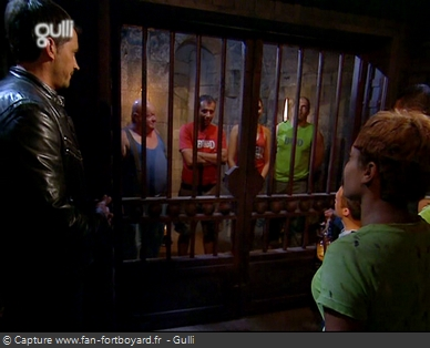 Fort Boyard 2005 : La grille de sortie des prisons, où un choix difficile peut s'imposer à l'équipe...