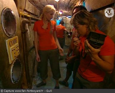 Fort Boyard 2006 : L'équipe progresse dans le Passage pour ouvrir les grilles des prisons et accéder à la Salle des Empreintes