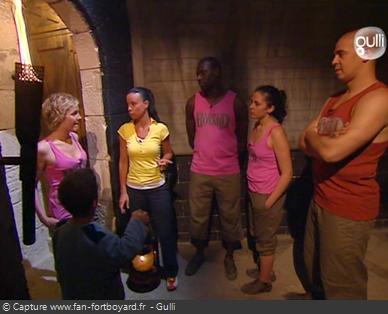 Fort Boyard 2006 : Les candidats retrouvent Anne-Gaëlle Riccio dans la salle de sortie du Conseil