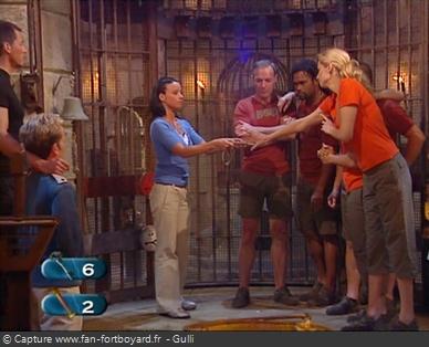 Fort Boyard 2006 : L'équipe peut échanger un indice contre une clé pour augmenter l'ouverture de la grille