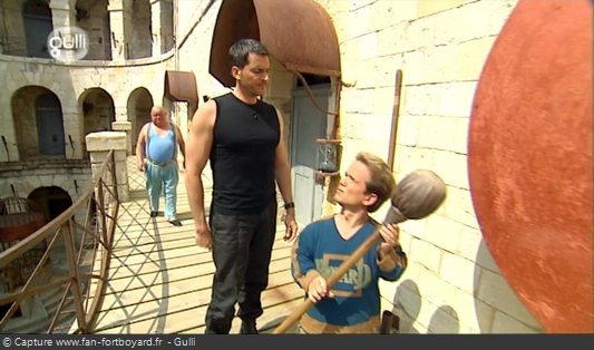 Fort Boyard 2008 : Olivier Minne ouvre l'émission depuis un lieu du fort
