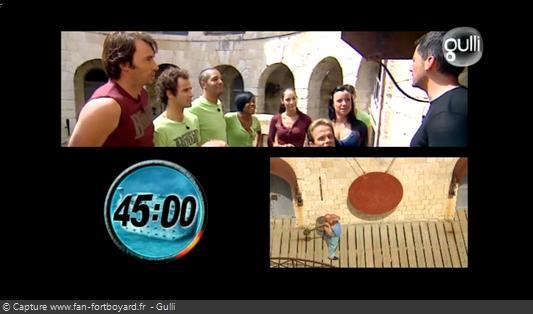 Fort Boyard 2008 : Le jeu démarre avec le coup de gong devant la première cellule
