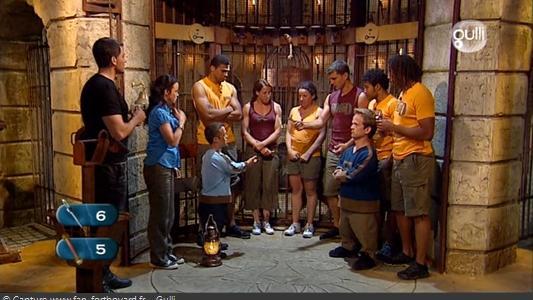 Fort Boyard 2008 : L'équipe peut échanger un indice contre une clé pour augmenter l'ouverture de la grille