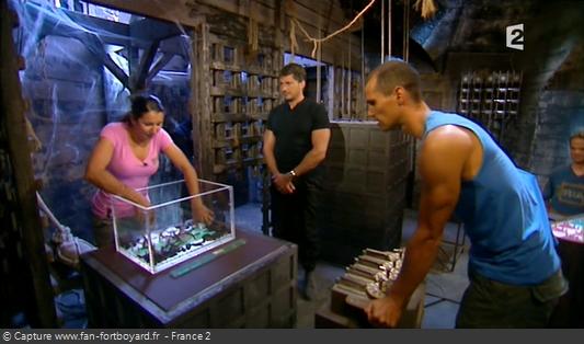 Fort Boyard 2009 : Deux défis avec des animaux permettent de libérer le prisonnier et remporter 6 triangles en métal