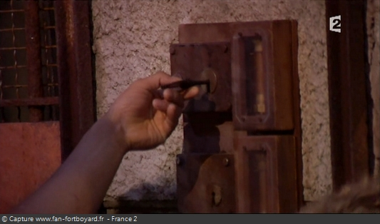 Fort Boyard 2009 : Si l'équipe a plus de 7 clés, chaque clé permet de récupérer une cartouche (à droite de la grille)