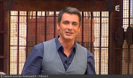 Fort Boyard 2010 : Olivier Minne termine l'émission depuis le proscénium