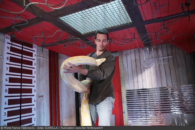 Fort Boyard 2011 - L'animalier Karim Daoues dans la Cellule qui rétrécit