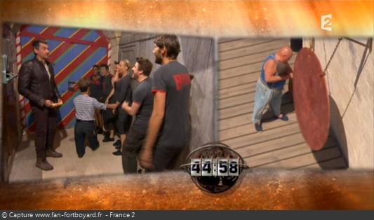 Fort Boyard 2011 : Le jeu démarre avec le coup de gong devant la première cellule