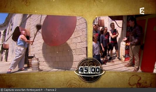 Fort Boyard 2013 : Le jeu démarre avec le (dernier) coup de gong de la Boule devant la première cellule