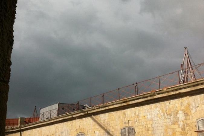 Fort Boyard 2013 : Pleuvra pas? Pleuvra? Pleuvra pas? Dans le doute, je vais rester dans mon Antre ! Je les attends aux sec (Père Fouras) (30/05/2013)