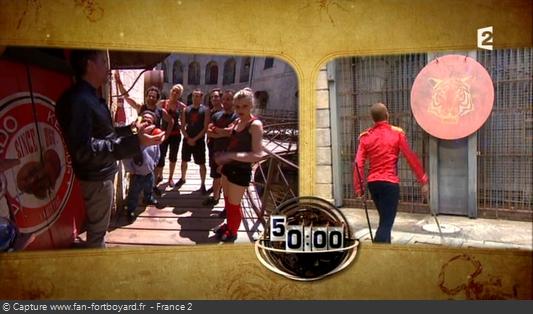 Fort Boyard 2014 : Le jeu démarre avec le coup de gong de Félindra devant la première cellule